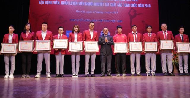 """Trao thưởng các HLV, VĐV tiêu biểu, xuất sắc tại Chương trình """"Vinh quang Thể thao Việt Nam"""" - Ảnh 2."""