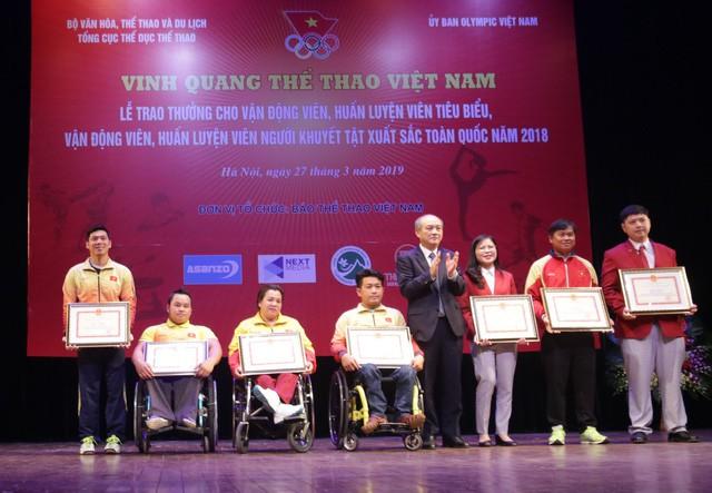 """Trao thưởng các HLV, VĐV tiêu biểu, xuất sắc tại Chương trình """"Vinh quang Thể thao Việt Nam"""" - Ảnh 3."""