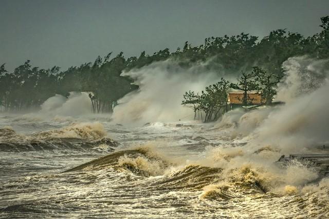 """Ngôi nhà trong bão đoạt giải Nhất Cuộc thi ảnh """"Thời tiết và Khí hậu khu vực Ủy ban Bão"""" - Ảnh 1."""