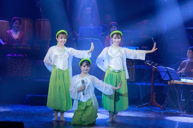 """Nhà hát Ca Múa Nhạc Việt Nam với chương trình nghệ thuật """"Một nửa trái tim"""" nhân dịp 8/3 - Ảnh 1."""