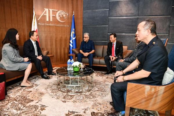 Chủ tịch VFF Lê Khánh Hải thăm và làm việc với Chủ tịch AFC - Ảnh 1.