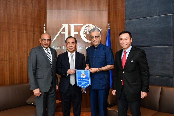 Chủ tịch VFF Lê Khánh Hải thăm và làm việc với Chủ tịch AFC - Ảnh 2.