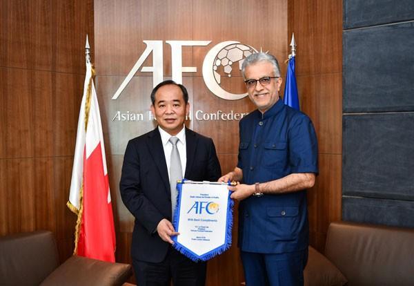 Chủ tịch VFF Lê Khánh Hải thăm và làm việc với Chủ tịch AFC - Ảnh 3.