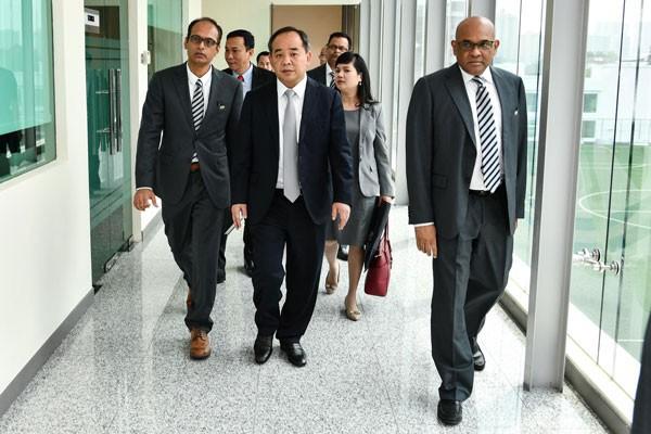 Chủ tịch VFF Lê Khánh Hải thăm và làm việc với Chủ tịch AFC - Ảnh 5.