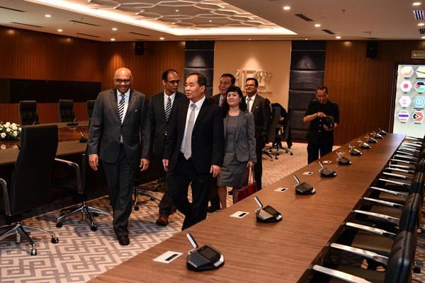 Chủ tịch VFF Lê Khánh Hải thăm và làm việc với Chủ tịch AFC - Ảnh 6.