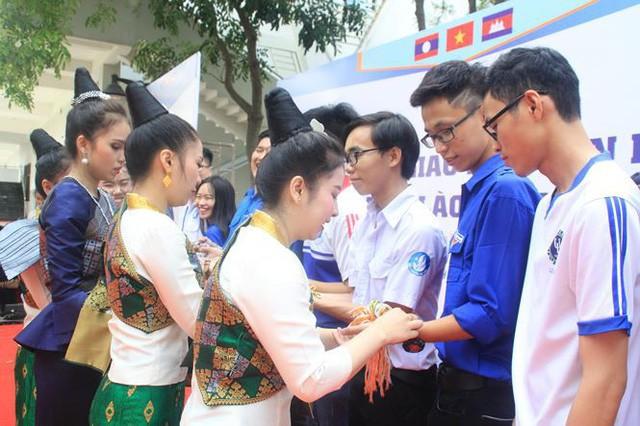 Ngày hội giao lưu văn hóa Việt Nam - Lào - Cam-pu-chia - Ảnh 2.