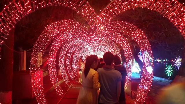 Thanh Hóa tổ chức Lễ hội ánh sáng tại thành phố biển Sầm Sơn  - Ảnh 1.