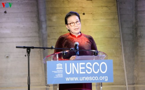 Chủ tịch Quốc hội dự khai mạc triển lãm về Chủ tịch Hồ Chí Minh tại trụ sở UNESCO - Ảnh 1.