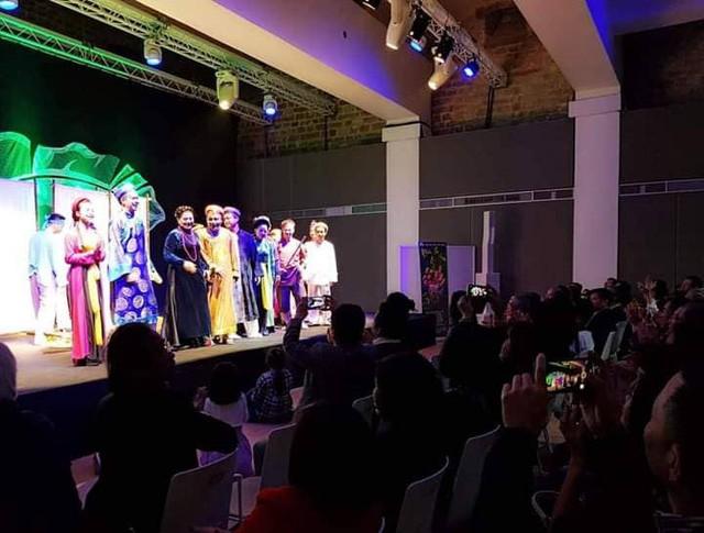 Nghêu Sò Ốc Hến của Nhà hát Kịch Việt Nam gây ấn tượng tại Diễn đàn người Việt có tầm ảnh hưởng toàn cầu ở Pháp - Ảnh 2.