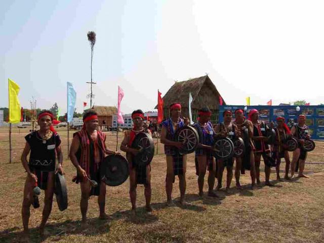 Sôi nổi Ngày hội Văn hóa - Thể thao các dân tộc miền núi Bình Định lần thứ 15 - Ảnh 1.