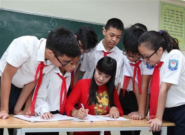 Bài 1: Đạo đức người giáo viên xuống cấp: Những con sâu làm rầu nồi canh - Ảnh 1.