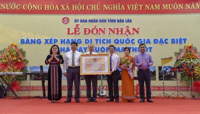 Trao Bằng xếp hạng Di tích quốc gia đặc biệt Nhà đày Buôn Ma Thuột - Ảnh 1.
