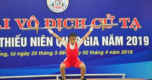 Hơn 60 bộ Huy chương được trao tại giải Vô địch Cử tạ Thanh thiếu niên toàn quốc 2019 - Ảnh 1.