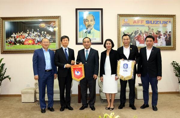 Tăng cường mối quan hệ hợp tác hữu nghị giữa bóng đá Việt Nam và Hàn Quốc - Ảnh 1.
