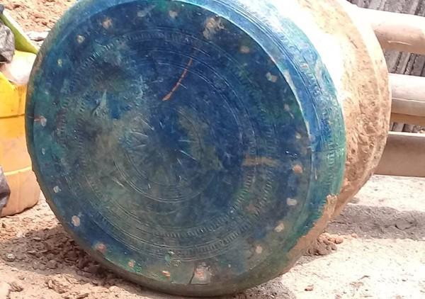 Lào Cai lập tờ trình mời chuyên gia thẩm định trống đồng cổ mới được phát hiện - Ảnh 1.