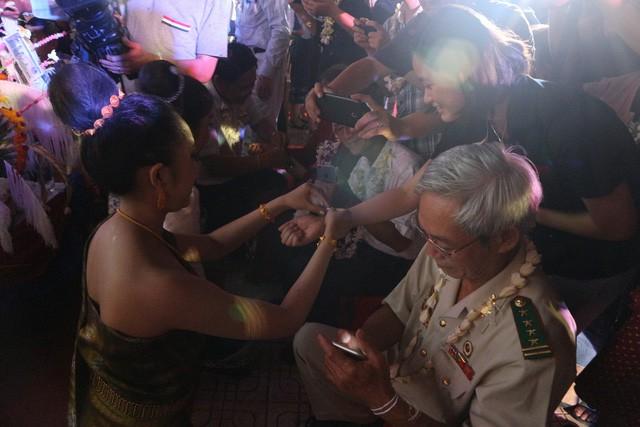 Lưu học sinh Lào vui đón Tết cổ truyền Bunpimay trên đất Huế - Ảnh 2.