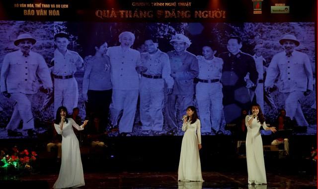 Quà tháng 5 dâng Người tái ngộ khán giả với lời hứa về một chương trình nghệ thuật cao, giàu cảm xúc ngọt ngào - Ảnh 2.