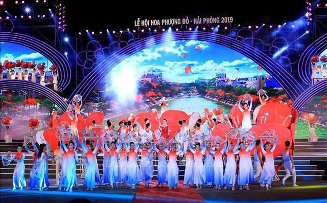 Rực sáng đêm Khai mạc Lễ hội Hoa phượng đỏ Hải Phòng 2019 - Ảnh 1.