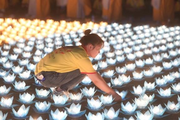 Đại lễ Hoa đăng cầu nguyện hòa bình thế giới tại Vesak 2019 - Ảnh 4.