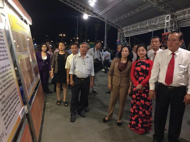Khai mạc triển lãm Tiền Giang - Dấu ấn lịch sử tài liệu lưu trữ - Ảnh 2.