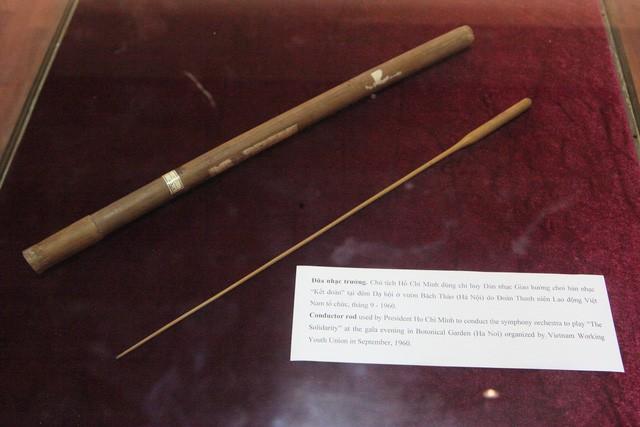 Chiêm ngưỡng cây đũa Bác Hồ chỉ huy dàn nhạc giao hưởng bắt nhịp bài ca Kết đoàn - Ảnh 3.