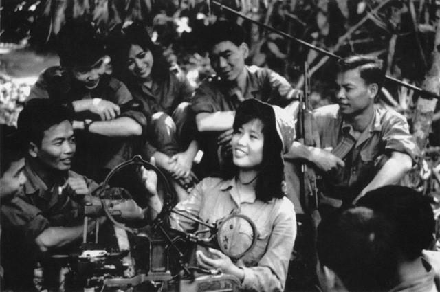 Tôn vinh những bông hồng thép trên tuyến đuờng Trường Sơn huyền thoại - Ảnh 1.