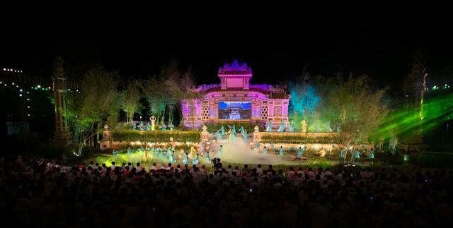 Lượt khách đến Huế tăng mạnh trong dịp lễ 30/4 - 01/5 - Ảnh 1.