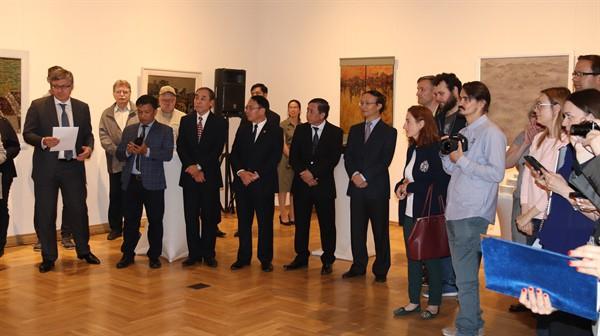 Triển lãm tranh sơn mài Việt Nam tại Nga thu hút đông đảo công chúng  - Ảnh 2.