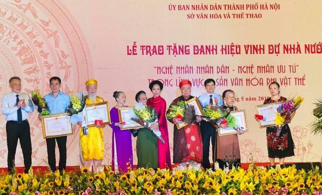 Hà Nội: Hỗ trợ nghệ nhân trao truyền di sản - Ảnh 1.