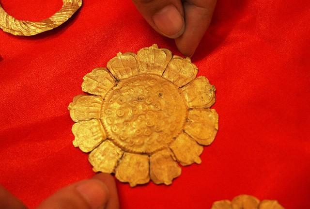 26 bảo vật vàng hơn nghìn năm tuổi ở miền Tây - Ảnh 3.
