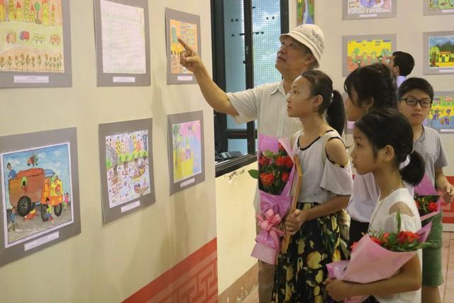 Trao giải cuộc thi Sáng tác tranh và khai mạc Triển lãm Mỹ thuật thiếu nhi tỉnh Thái Nguyên lần thứ VII - Ảnh 1.