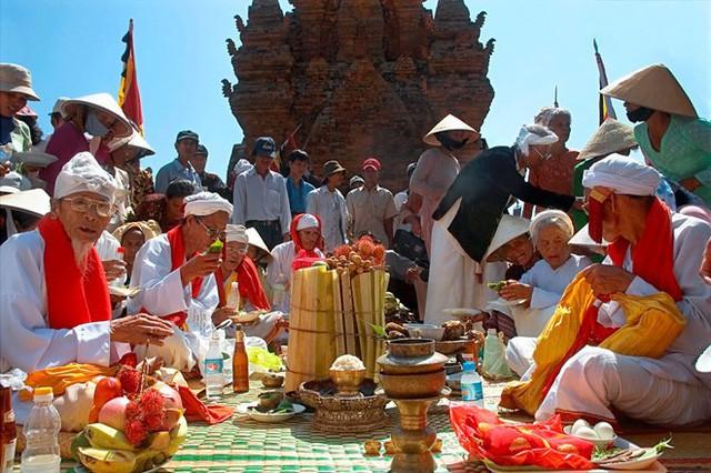 Ninh Thuận: Chủ động đấu tranh phòng, chống các biểu hiện suy thoái về tư tưởng, đạo đức trên lĩnh vực văn hóa - Ảnh 1.