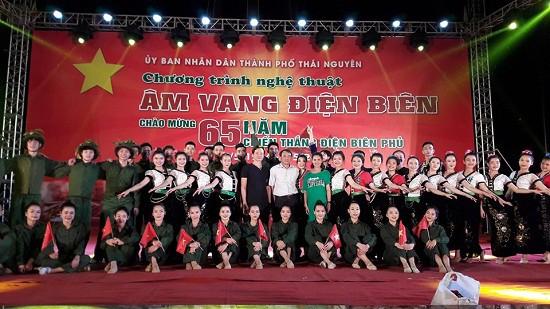 Trường CĐ VHNT Việt Bắc thực hiện chương trình nghệ thuật Âm vang Điện Biên tại Thái Nguyên - Ảnh 1.