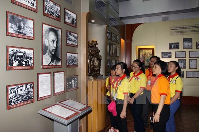 Hà Tĩnh: Tổ chức nhiều hoạt động tuyên truyền kỷ niệm 50 năm thực hiện Di chúc của Chủ tịch Hồ Chí Minh - Ảnh 1.