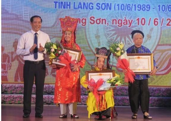 Lạng Sơn vinh danh các nghệ nhân trong lĩnh vực di sản văn hóa phi vật thể - Ảnh 1.