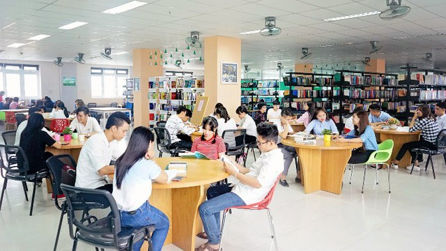 Thừa Thiên Huế: Tiếp tục triển khai có hiệu quả hoạt động thư viện và bảo tàng - Ảnh 1.