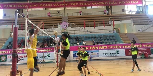 10 đội tranh tài Giải bóng chuyền trẻ tỉnh Đồng Tháp - Ảnh 1.