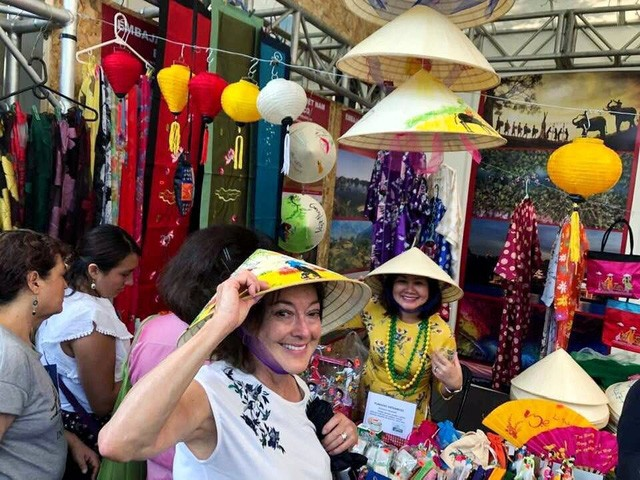 Ấn tượng Việt Nam tại Hội chợ quốc tế các nền văn hóa bạn bè - Ảnh 1.
