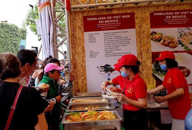 Ấn tượng Việt Nam tại Hội chợ quốc tế các nền văn hóa bạn bè - Ảnh 5.