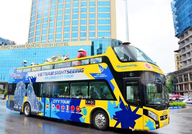 Khám phá vẻ đẹp bên bờ vịnh Hạ Long bằng xe buýt 2 tầng Vietnam Sightseeing  - Ảnh 1.