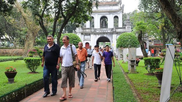 Hà Nội đón trên 3,3 triệu khách du lịch quốc tế - Ảnh 1.