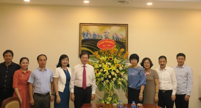 Thứ trưởng Tạ Quang Đông thăm và chúc mừng các cơ quan báo chí nhân Ngày Báo chí cách mạng Việt Nam - Ảnh 1.