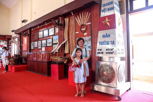 Khai mạc triển lãm chuyên đề về Lý Sơn - Tinh hoa di sản lễ hội, địa chất - Ảnh 6.