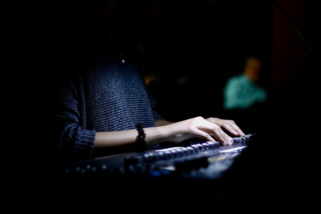 Biên giới mờ - cuộc giao lưu đầy màu sắc của âm nhạc giữa các nghệ sỹ Việt Nam và quốc tế - Ảnh 1.