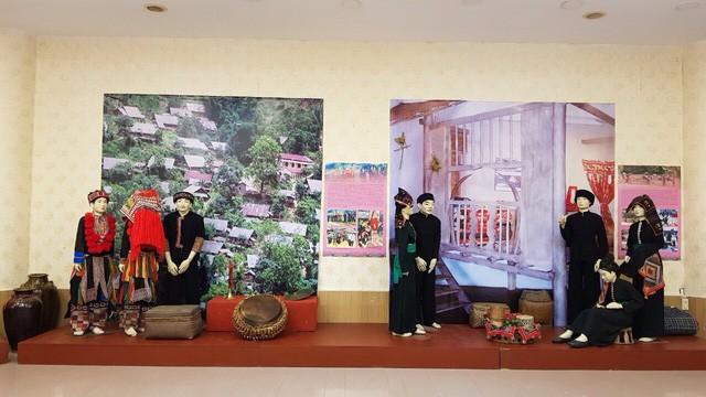 Trưng bày chuyên đề Lễ cưới truyền thống của các dân tộc Việt Nam - Ảnh 4.