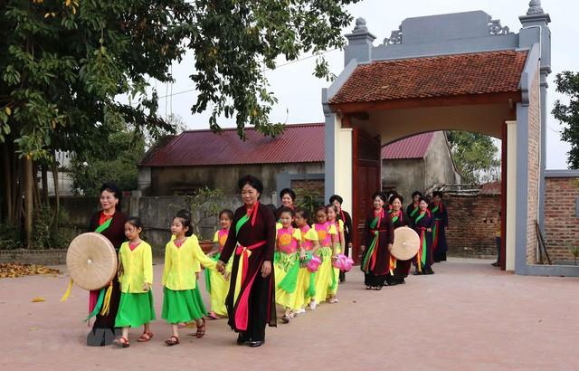 Bắc Ninh thực hiện chính sách tôn vinh, đãi ngộ nghệ nhân quan họ - Ảnh 1.