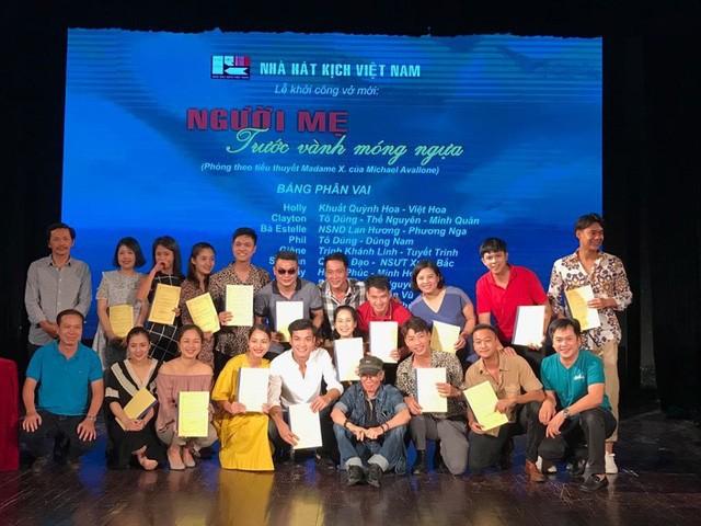 Nhà hát kịch Việt Nam khởi công dàn dựng vở Người mẹ trước vành móng ngựa - Ảnh 1.