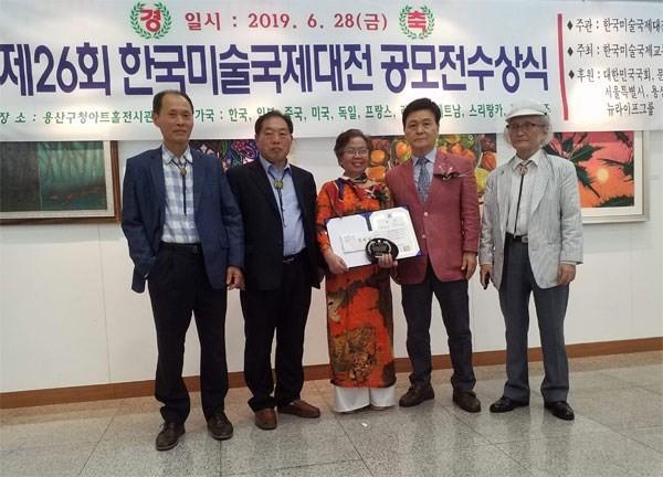 6 họa sĩ Việt Nam được đánh giá cao tại triển lãm quốc tế - Ảnh 2.