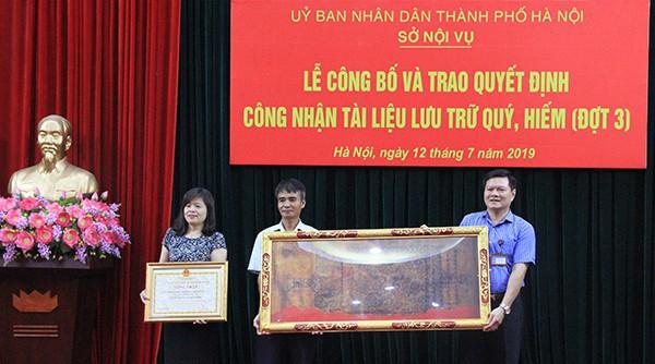 Hà Nội công nhận 554 đạo sắc phong là tài liệu lưu trữ quý, hiếm - Ảnh 1.