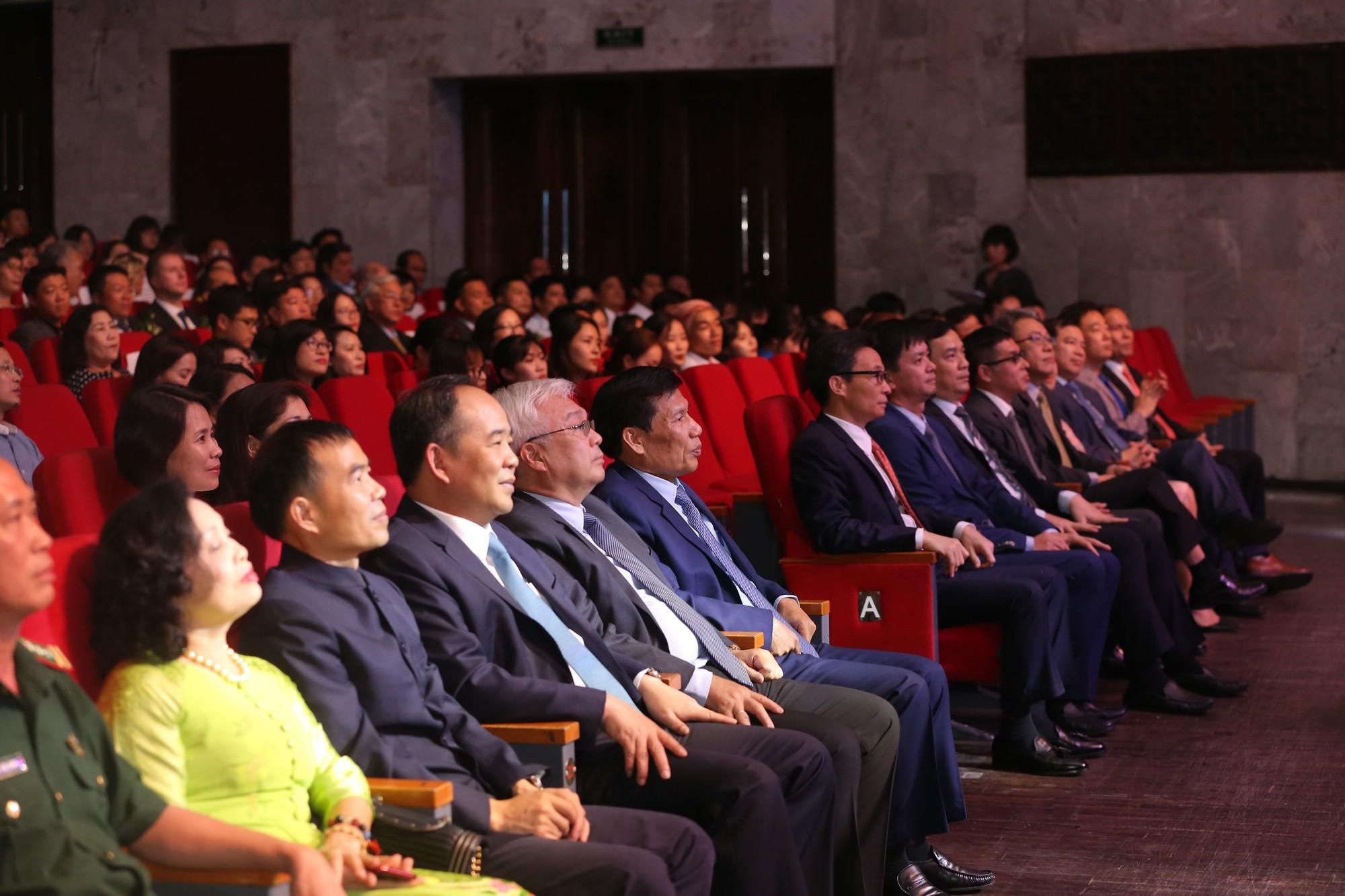 Tới dự buổi lễ có Phó Thủ tướng Vũ Đức Đam; Chủ nhiệm Ủy ban Văn hóa, Giáo dục, Thanh niên, Thiếu niên và Nhi đồng của Quốc hội Phan Thanh Bình. Về phía Bộ VHTTDL có Bộ trưởng Nguyễn Ngọc Thiện; các T